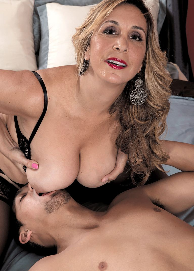 tittyshaking mom sophia jewels